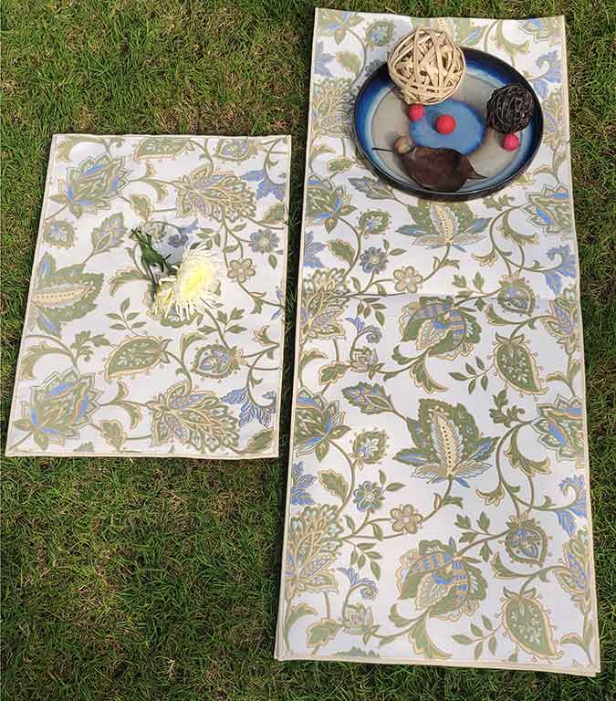 Table runners and mats